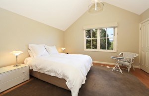 victoria-cottage-berry-accommodation-bedroom