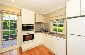 victoria-cottage-berry-accommodation-kitchen